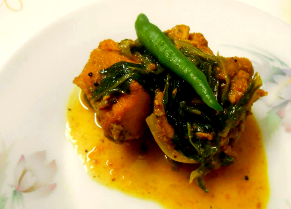 Chicken with mustard greens/murgi-lai xaak