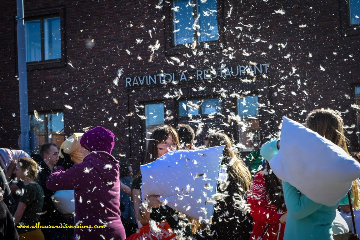 pillowfightday2